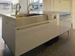 DI260 411のフロート型アイランドキッチンへのビルトイン例