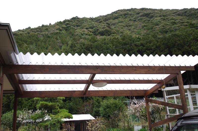ポリカ折板を利用したパーゴラ