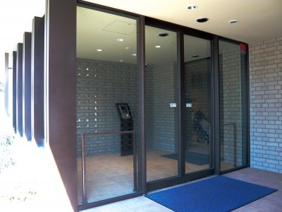 耐候性鋼両袖FIXガラス付き両引分け框ドア